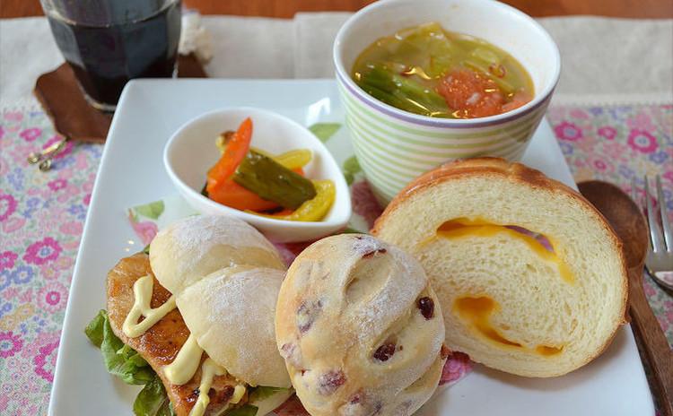 簡単!ホームベーカリーで作る・白パン・クランベリークリチ・チーズ食パン
