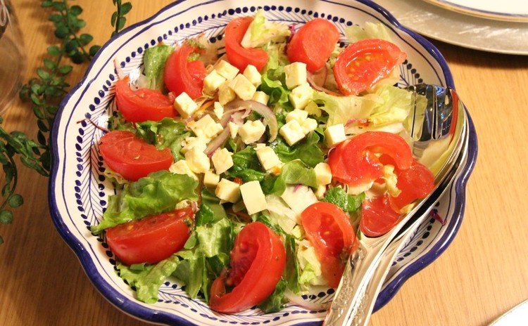 新鮮野菜とチーズのサラダ
