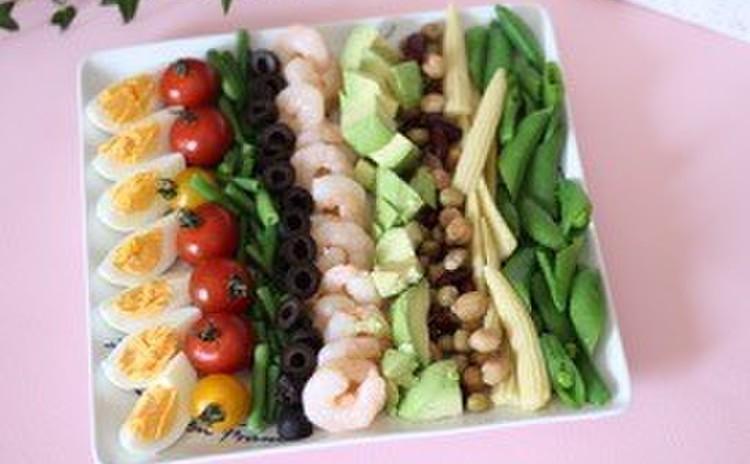 色とりどりの野菜を使って!コブサラダ