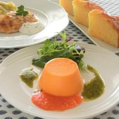 赤ピーマンのムース、魚のアーモンド風味、ガトーオランジュ