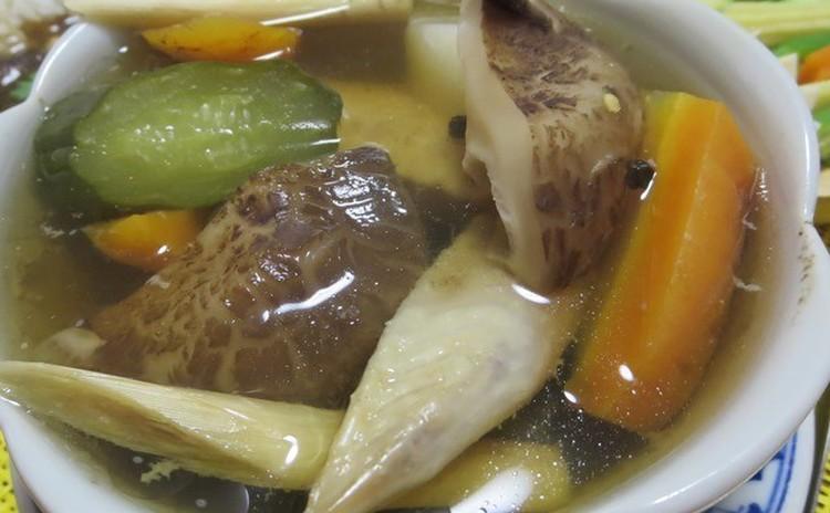 季節限定!カオニャオマムアン(マンゴースティッキーライス)を作ろう♪タイ人も大好きなスイーツです。タイから直輸入されるナームドク(花のしずく)種のマンゴーを贅沢にもお1人1つずつご用意します。旬の美味しさを堪能してください!