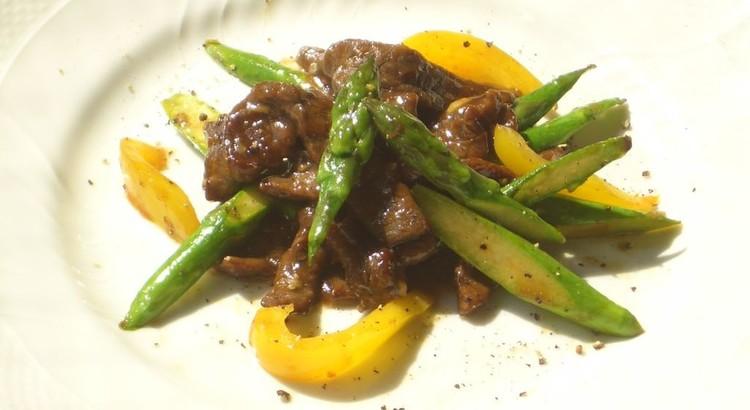 牛肉とアスパラガスのピリッと黒胡椒炒め