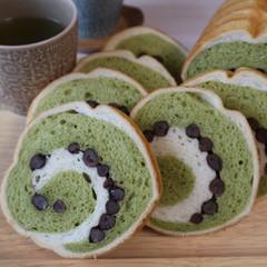 サクサク&ふわふわ食感が美味しい抹茶と大納言のうず巻きパン