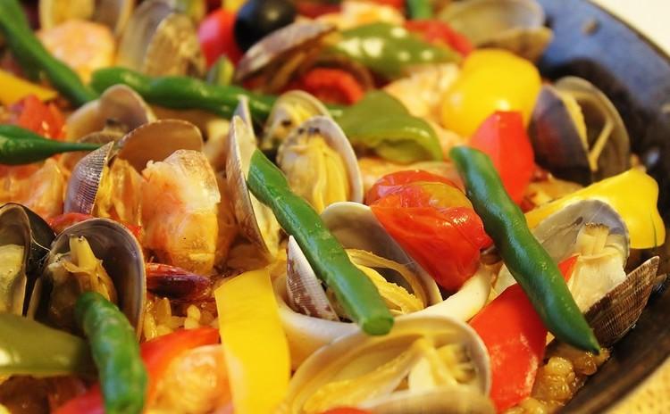 絢爛パエリアで勝負料理!さわやかガスパチョ&トルティーヤをご一緒に♪