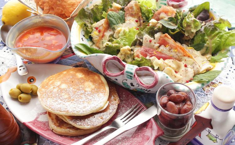 五月の爽やかな風も、美味しい調味料。ご馳走サラダでパンケーキプレート!