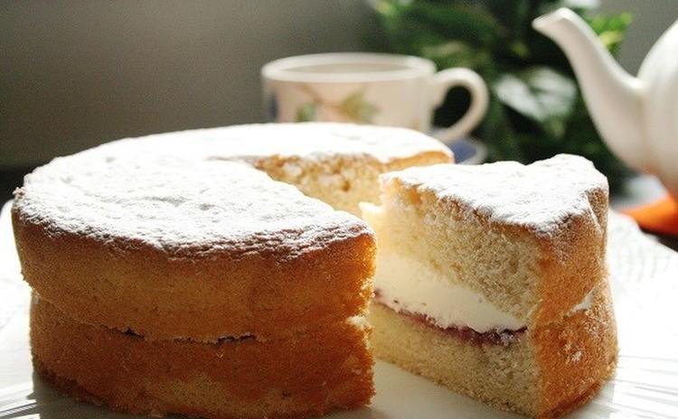 「ヴィクトリアケーキ」と紅茶でティータイム(15cm丸1台)