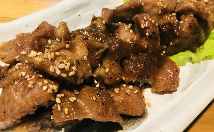 デジカルビ돼지갈비(韓国料理)即席キムチ배추겉절이、ネギゾレギ파초절이、サムジャン쌈장、大根酢付け무초절이(お土産あり)