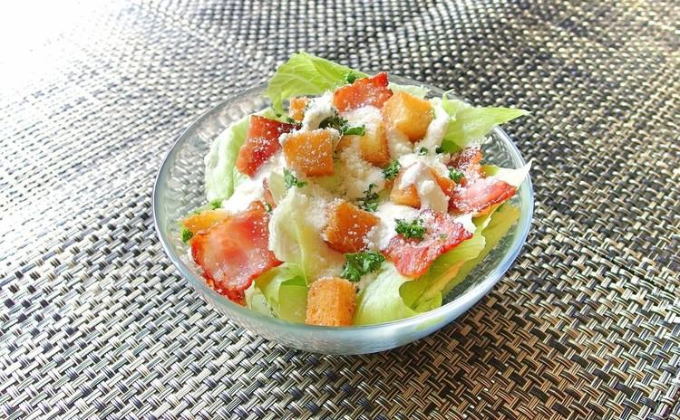 カリカリベーコンのシーザーサラダ