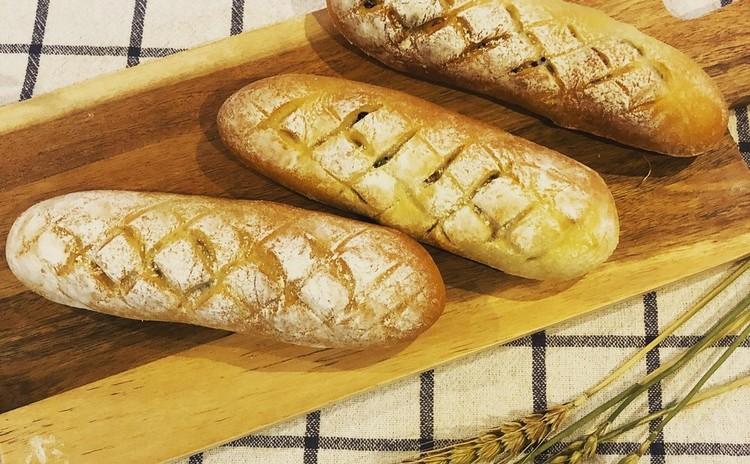 テリマヨコーンパン・クルミレーズンチーズブレッド・プチパン
