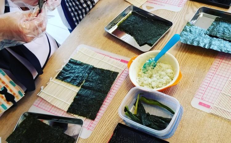 お花の飾り巻き寿司