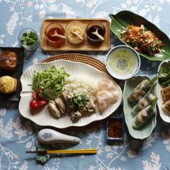 エスニック料理を満喫!海南鶏飯・エビパン・ケーキ全5品+ソース3種