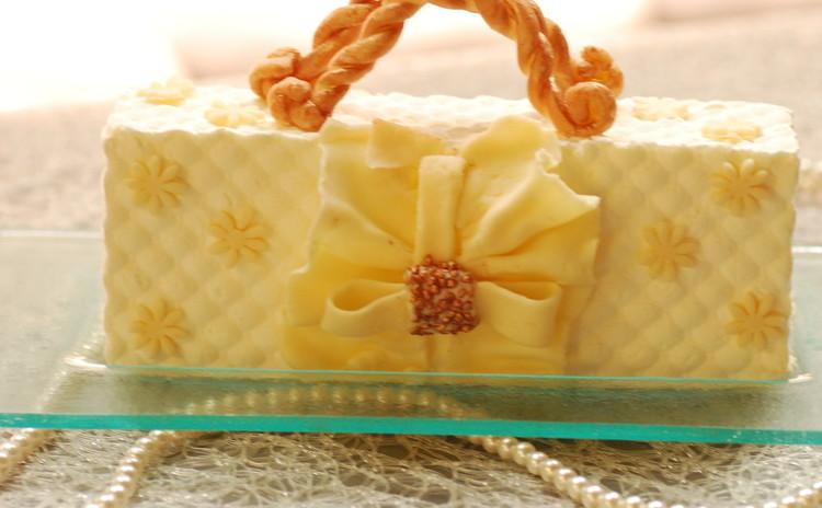 母の日のプレゼントに!可愛いバックのケーキ