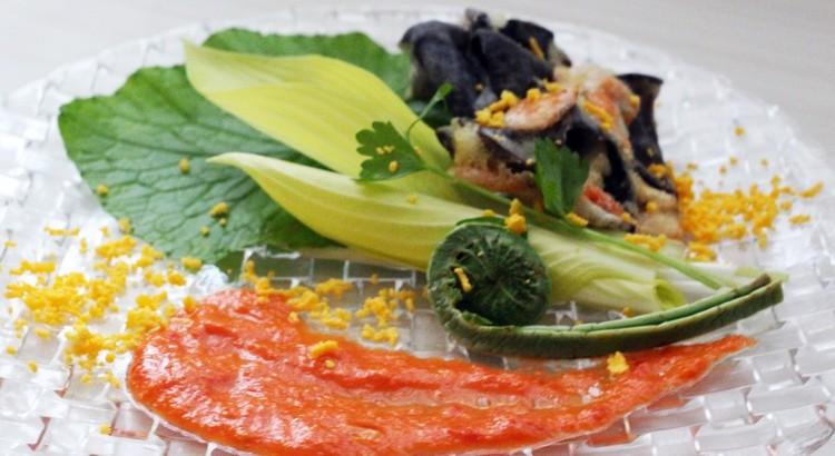 きくらげと桜えびのベニエ初夏の野菜ミモザ風 パプリカソースとともに