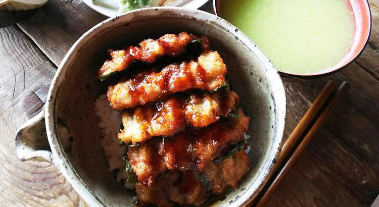 家で簡単に再現できる「丼」レシピを、どーんと4つ!