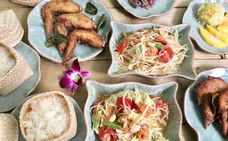 ソムタム(パパイヤサラダ)とガイトード(鶏の香草揚げ)