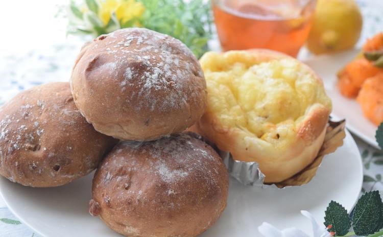 ■マヨ・チーズのジューシーオニオンロール&胡桃と黒糖のブラウンブレッド