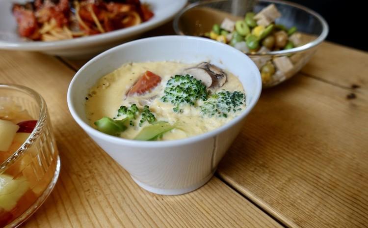 シーフードと緑の野菜のフラン