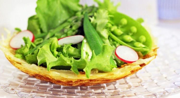 サクサク食べられる器と初夏のサラダ~梅ドレッシングを添えて