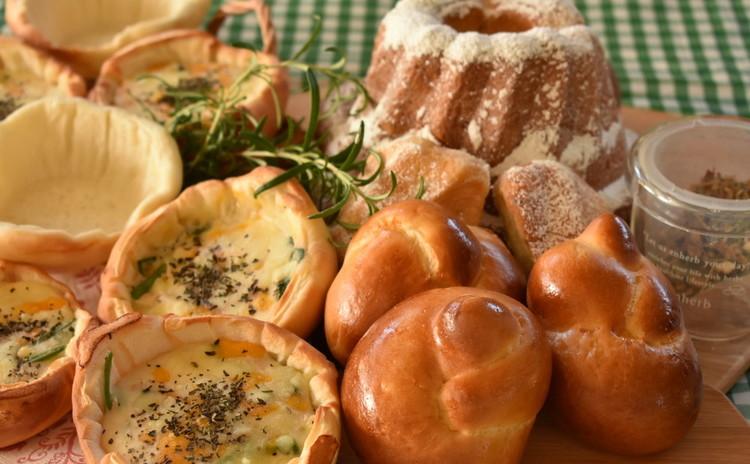 ブリオッシュ系クーゲルホフ&テーブルロール系編みパン