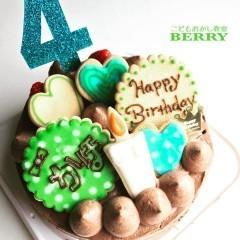 家族のために子どもが作るバースデーケーキ(出張)