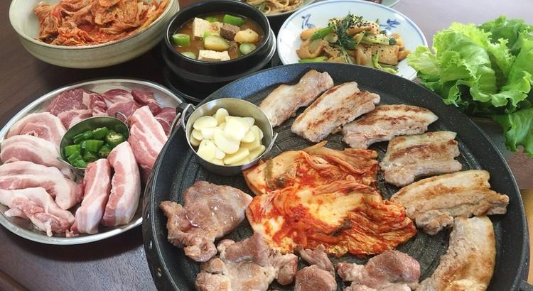 サムギョプサル、韓国味噌チゲ、ピリ辛ネギサラダ、さつまあげの韓国炒め