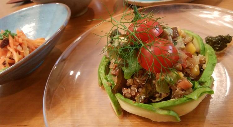 キヌアで ღ˘◡˘♡.。oO 三種サラダ