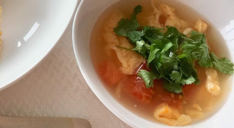 トマトとシャンツァイのスープ
