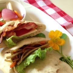 ホシノ丹沢酵母の全粒粉入りピタパン&作ってすぐ食べられる簡単ピクルス