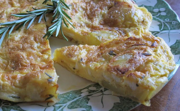 豚ヒレ肉のパン包み焼き、イタリアンオムレツ、モリーゼ風アーモンドケーキ