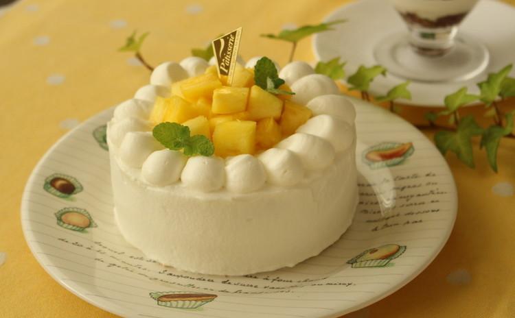 フレッシュパイナップルの香りいっぱい♪ミントも爽やか夏のショートケーキ