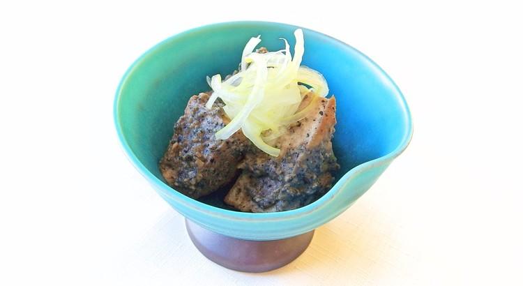 厚揚げと黒胡麻の生姜味噌煮