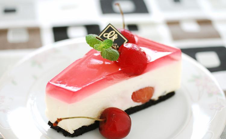 アメリカンチェリーを使ったなめらかレアチーズケーキ