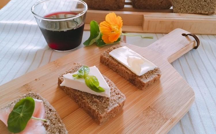 ずっしりライ麦ブレッド(ライ麦70%) チーズ・赤ワインとともに ライ麦ブレッド18㎝のパウンド型1本・ライ麦ブレッド生地1本分・酵母(1本分)のお持帰り付