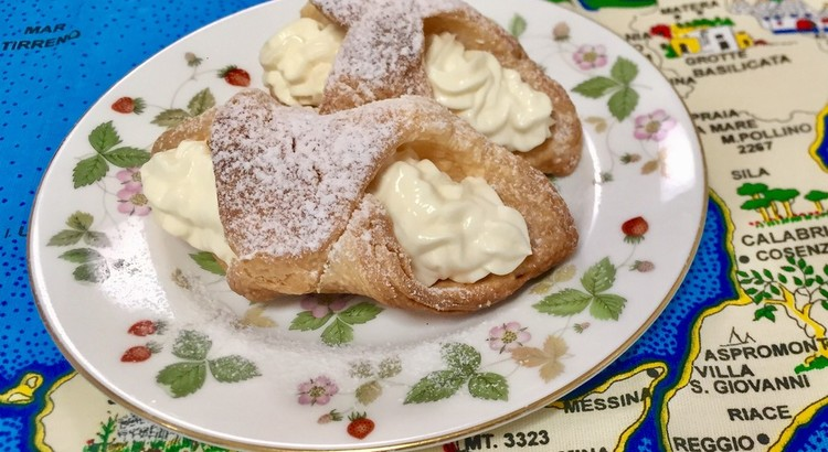 シチリアのお菓子カンノーリを簡単に♫