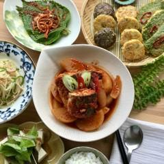 韓国の健康食卓! さばの煮物、三種ジョン、エゴマの葉っぱキムチなど