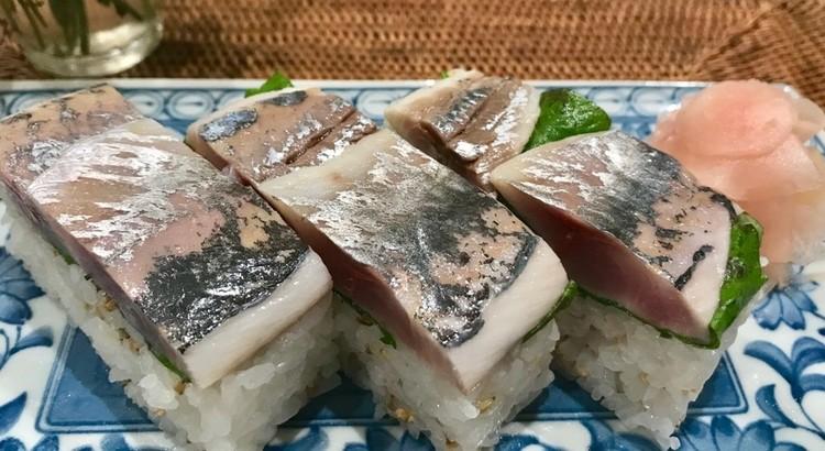 旬の野菜いっぱいと酢締め鯵の押し寿司、暑い夏にピッタリのメニューです。