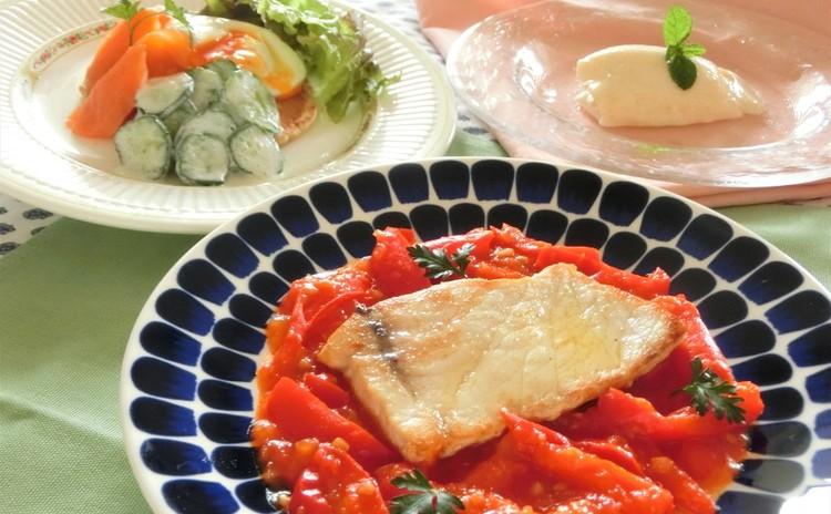 めかじきのバスク風、ポーチドエッグの前菜、桃のモスコビー