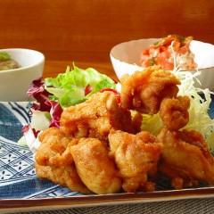 一汁三菜!鶏旨タレ揚げ・芋茎胡麻酢和え・人参とツナサラダのおばんざい