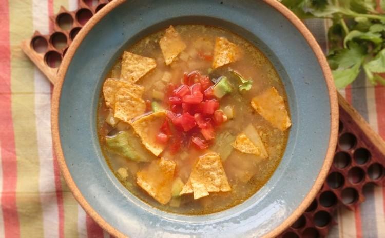 トルティーヤスープ(アボカド入り)