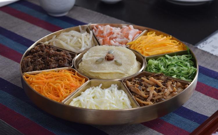 夏を彩る小麦粉料理~クジョルパンとビビンククス(混ぜ麺)他1品~