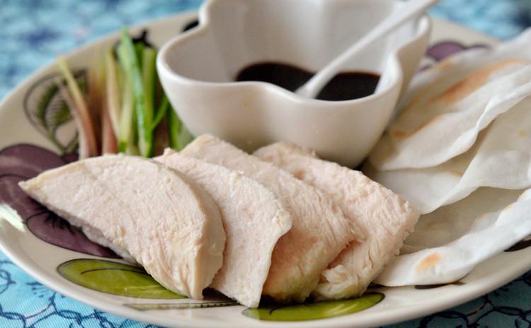 しっとり蒸し鶏の北京ダック仕立て