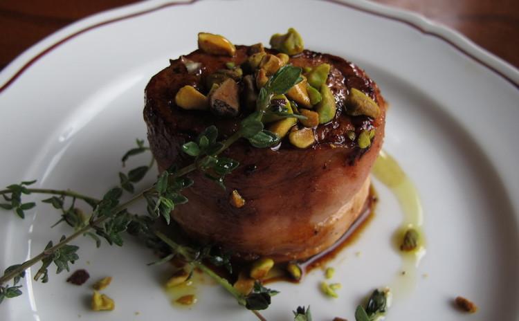 豚ヒレ肉のベーコンステーキサルサミエレ