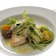 暑い夏に酸味とスパイスのきいたお魚のエスカベーシュ風をメインに