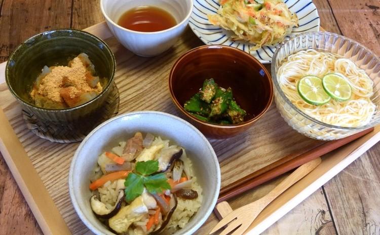 炊き込みご飯と桜エビのかき揚げ他3品(デザートに本格わらび餅)