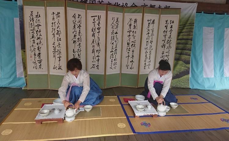 韓国の「雅(みやび)」を感じる~韓国茶禮と伝統餅のコラボ体験~