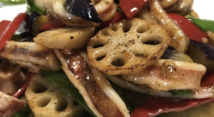 イカとたっぷり野菜の黒胡椒炒め