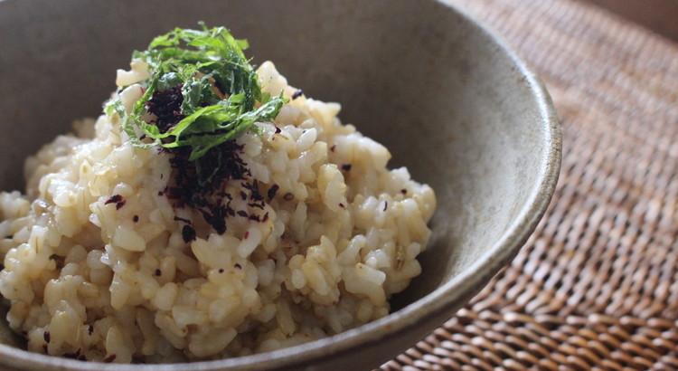 玄米ご飯としそふりかけ