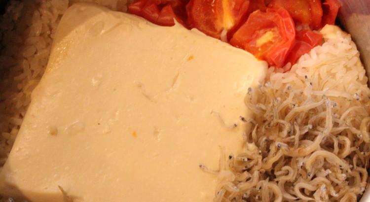 トマトと豆腐の炊き込みご飯