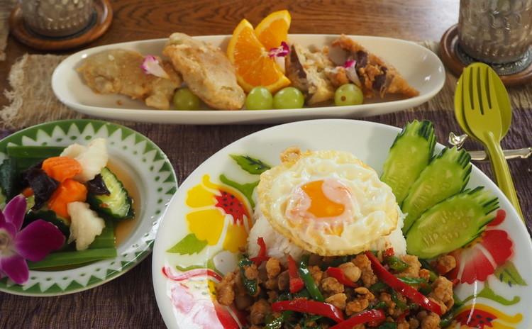 大人気の鶏肉のガパオ炒め(ガパオライス)を本格的な味付けで作ります!