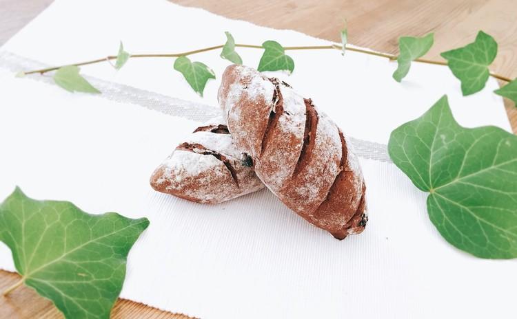ココアとカシス玄米粉パン
